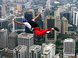 Afbeelding: BASE jumps vanaf de Petronas Twin-towers